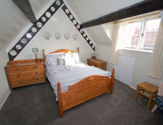 Attic floor double bed
