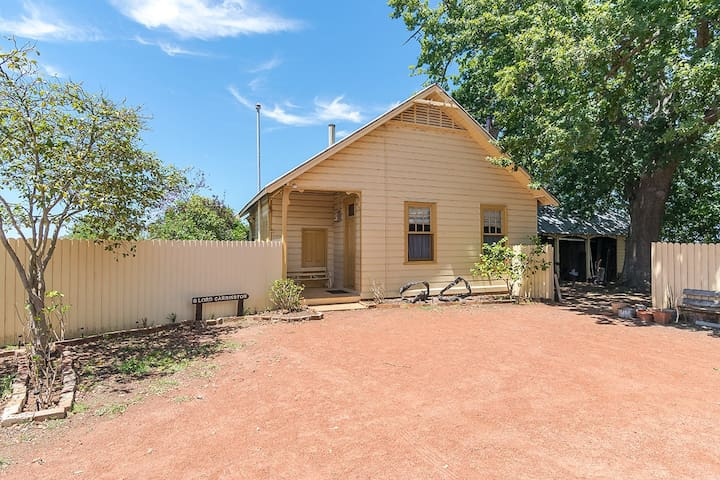 Hillview Heritage Hotel - Cottage 8