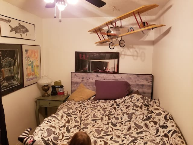 Yellowknife themed room