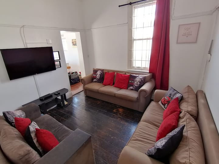 Private Room in Perfect Location, at Great Price!