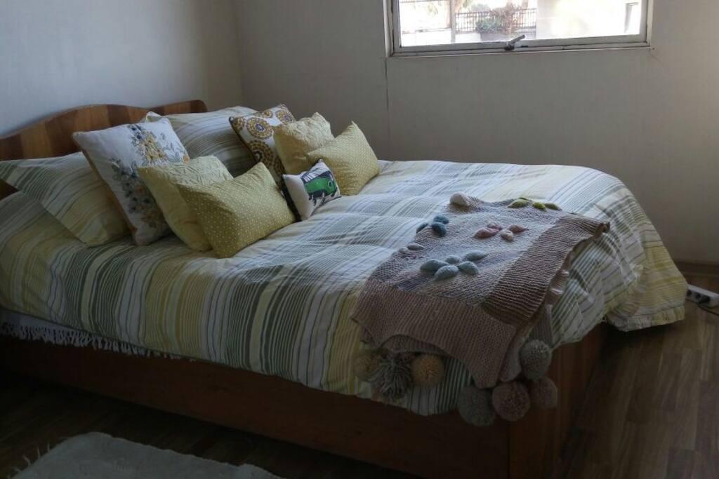 Pieza #2 con cama matrimonial