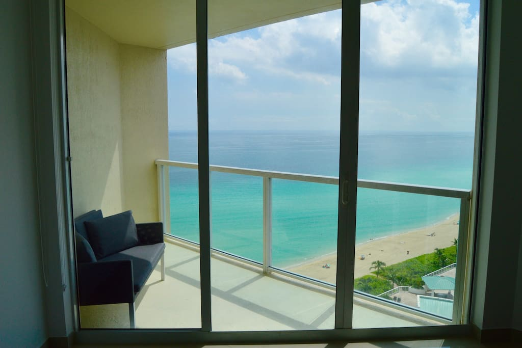 Ocean views from every room! 18th floor apartment with lots of sunlight.
