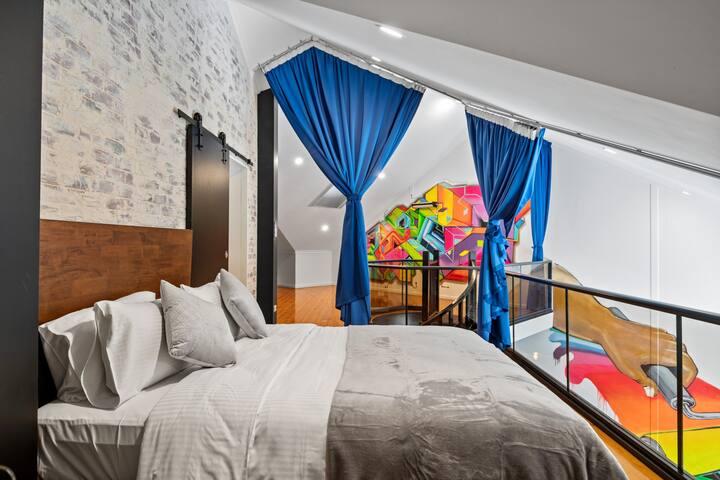Upstair Bedroom with Queen Bed