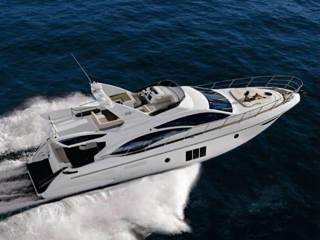 Yacht Boat Azimut 58 on quay - Cannes - Vene