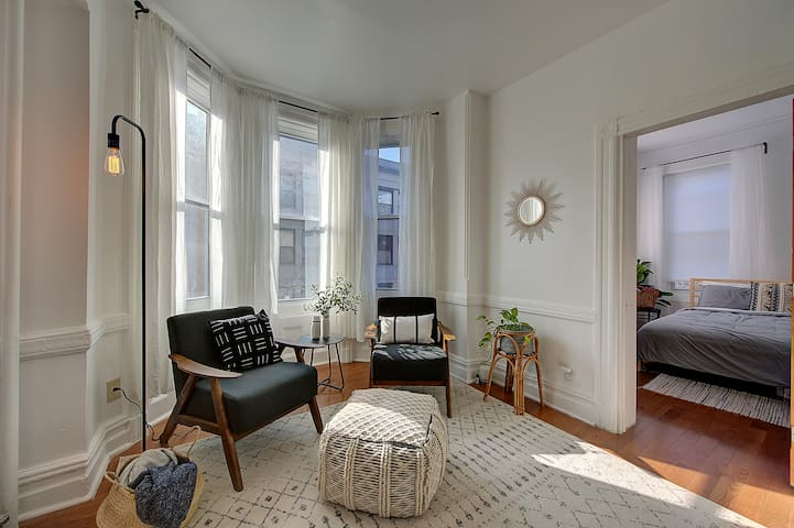 Spacious boho apartment in an amazing location!