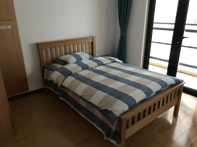 (2-1)特价房!!国际网球中心附近二卧室一厅一卫全实木家具新公寓