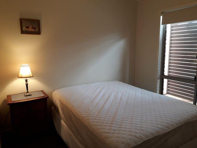 Second/spare queen bedroom