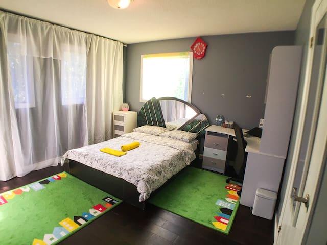 "Birght Double-Bed ""X"" Room"