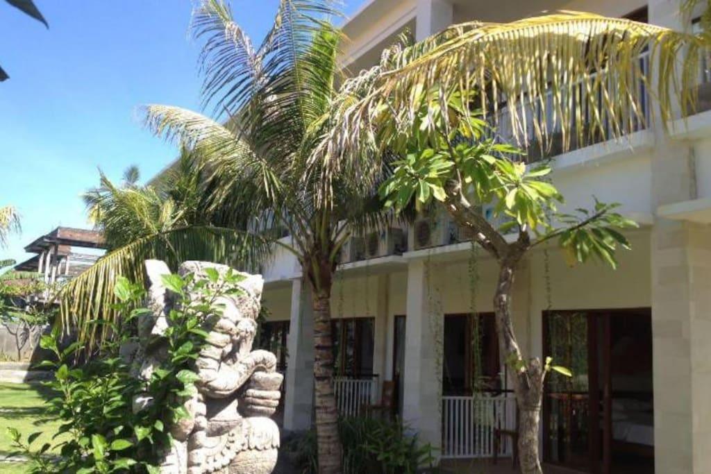 Penginapan Residence Uma - Pintu Masuk