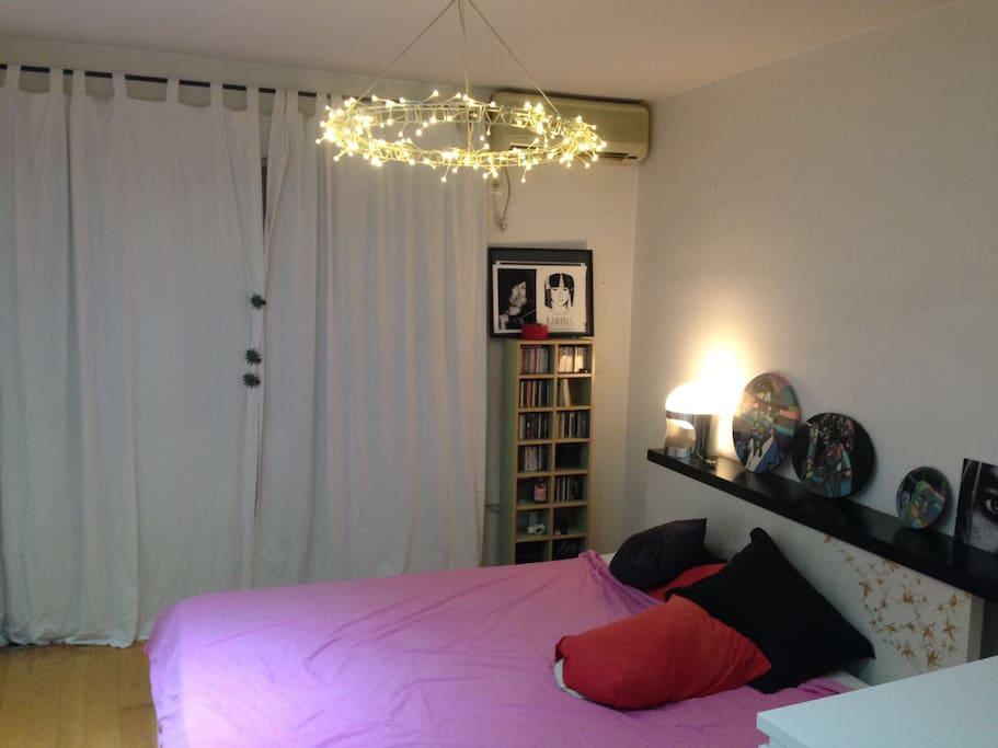 C moda habitaci n cama gigante apartamentos en for Alquilar habitacion en murcia