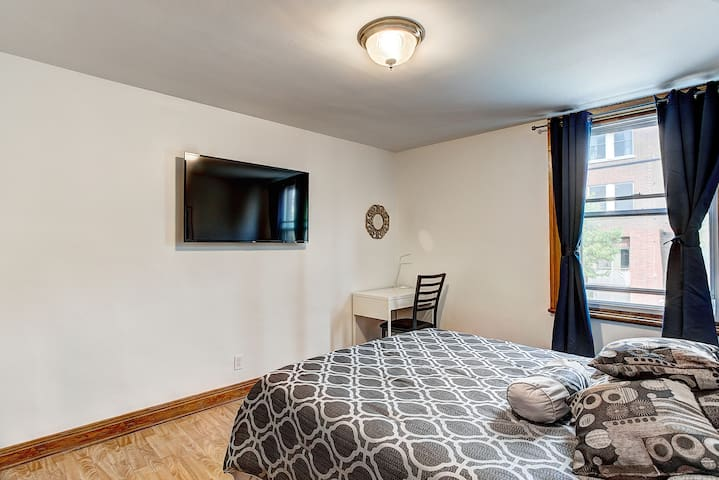 Chic Studio B&B  by Downtown Old Montreal #3