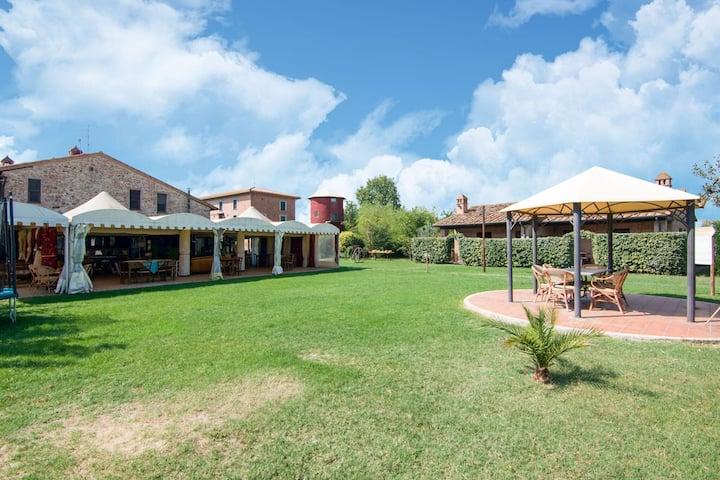 Holiday house near the lake Trasimeno, two pools and spa area