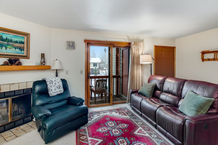 Perfect McCall getaway w/ private balcony, wood-burning fireplace, & free WiFi!