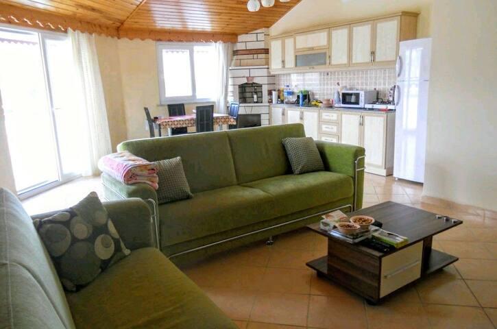 Уютная, квартира недалеко от моря с видом на горы.