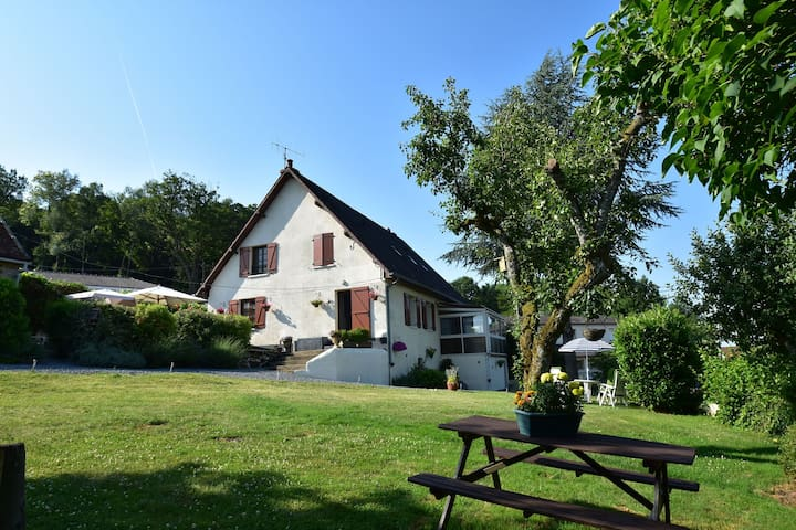 Comfortable accommodation in the Morvan with garden and ground swimming pool