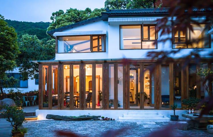 灵隐寺旁山景双庭院五室一厅蜜桃小院带厨房可婚礼/团建