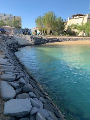 Beach chalet ديوانية البحر