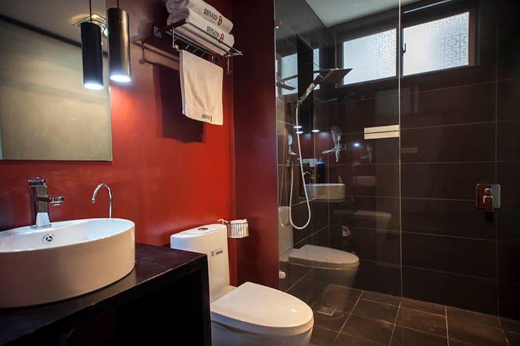 Modern style bathroom.