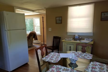 Quiet 2 bedroom 2nd floor - Apartment