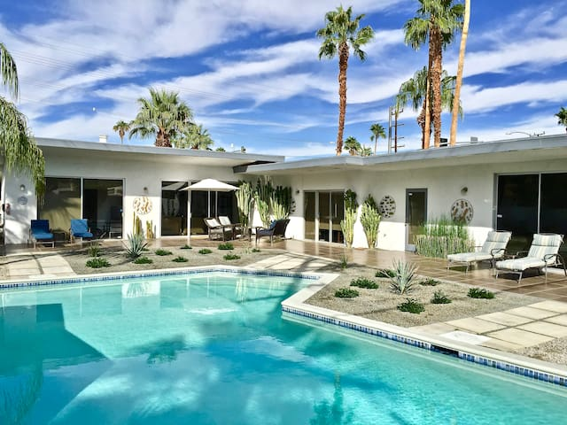 Private Casita in Mid Century Home - Palm Springs - Haus