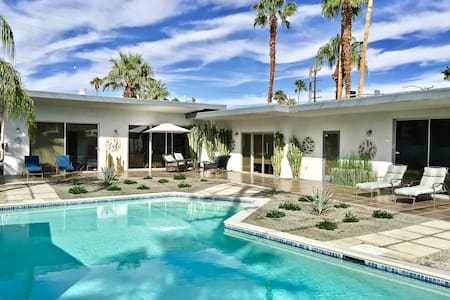 Private Casita in Mid Century Home - Palm Springs - Maison