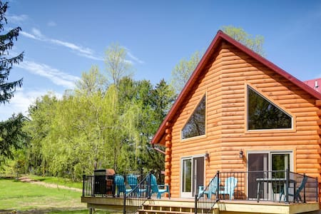 Blue Heron Lodge,  Wolf River Cabin, Log Cabin