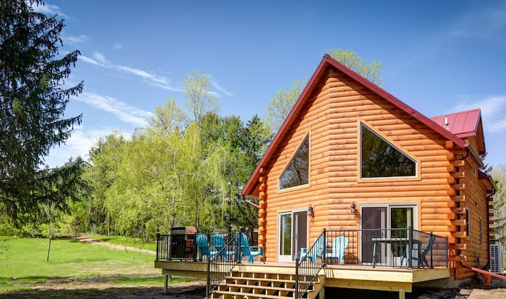 Blue Heron Lodge,  Wolf River Cabin, Log Cabin