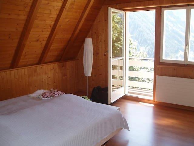 1. Doppelschlafzimmer 2. Stock/kleiner Balkon