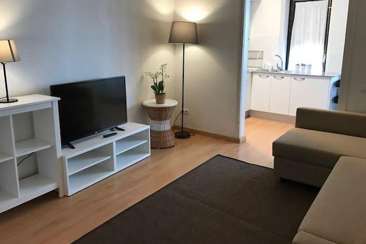 Céntrico y tranquilo apartamento - Olot - Apartamento