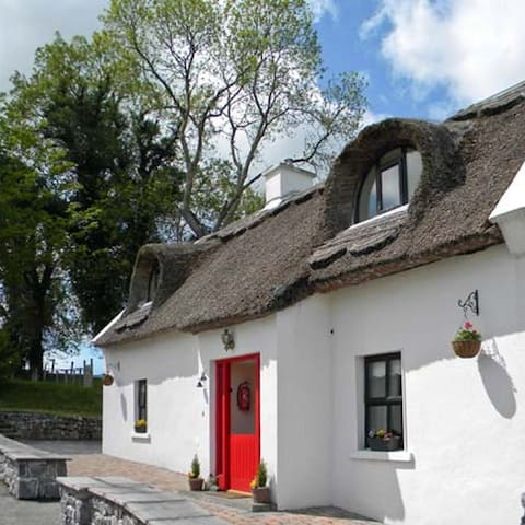 Ballyglass Thatched Cottage Heart of Ireland