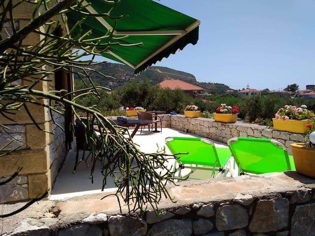Secluded villa Ag.Nikolaos free bikes & kayaks