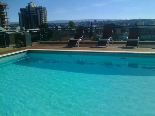 Dpto en V Carlos Paz c/ cochera y piscina Centrico