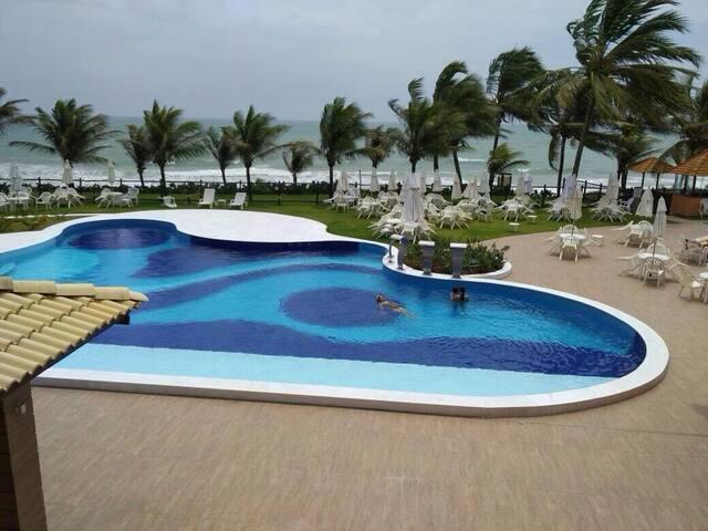 Condomínio na beira da praia de Guarajuba - BA