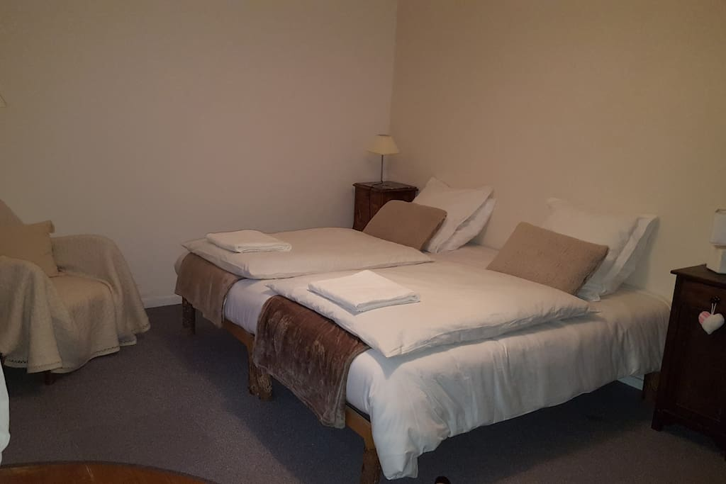 La grande chambre, lit de 2x2