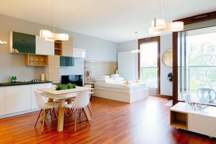 Studio Apartment close to Rondo 1 business centre