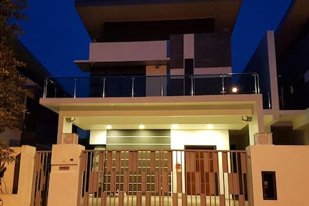 Staycation homestay near Lego Land & Bukit Indah - Gelang Patah