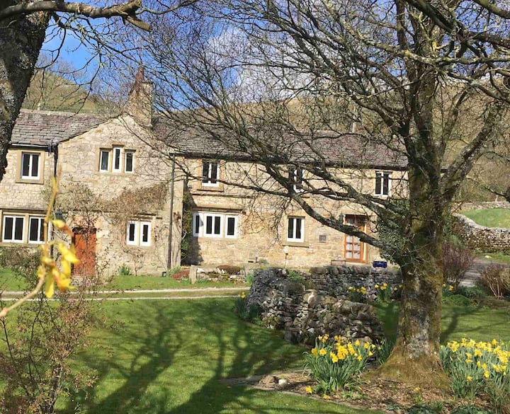 Yorkshire Dales: Grade II listed cottage in Litton