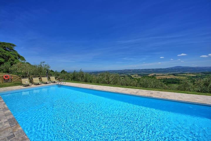 Casa Olivia - Holiday Country Villa in Val d'Orcia, Tuscany