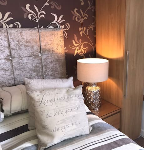 Beechwood Ensuite Rooms: two bedroom suite
