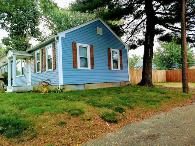 3 bed 2 bath house 15 min from Providence.