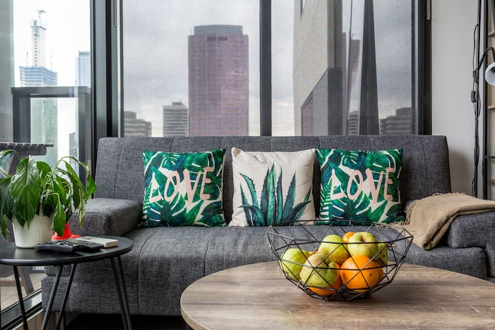 Modern Apt with Melbourne City Views& Free Wifi