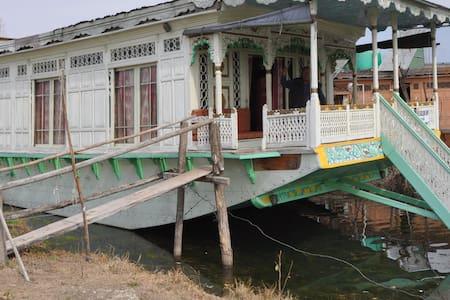 houseboat pro 1 osobu se snídaní - Srinagar - Barco