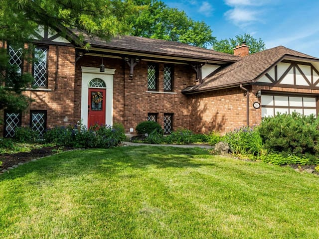 Amberlea House, home with pool,  located in NOTL