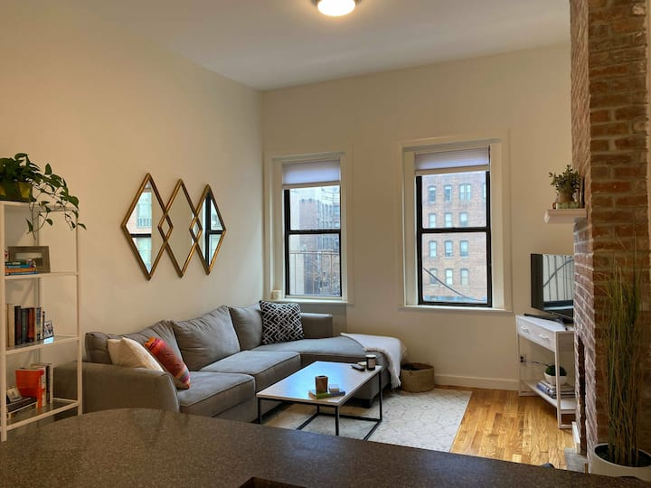 Sunny 1 Bedroom in the heart of NoHo!