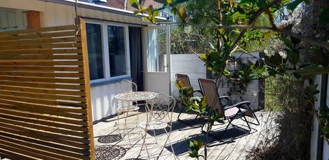 Kleines charmantes Gästehaus 250 m von Kalmarsund entfernt.