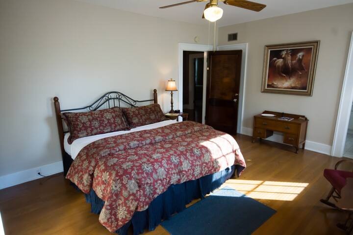 Cinnamon Ridge Bed & Breakfast-The Horse Room