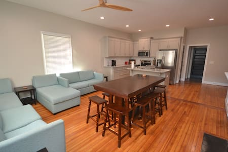 Downtown! Spacious 3 bedroom home next to campus!