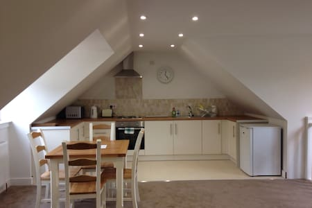 Beautiful 'coach house' countryside - Saint Bride's-super-Ely - Loft