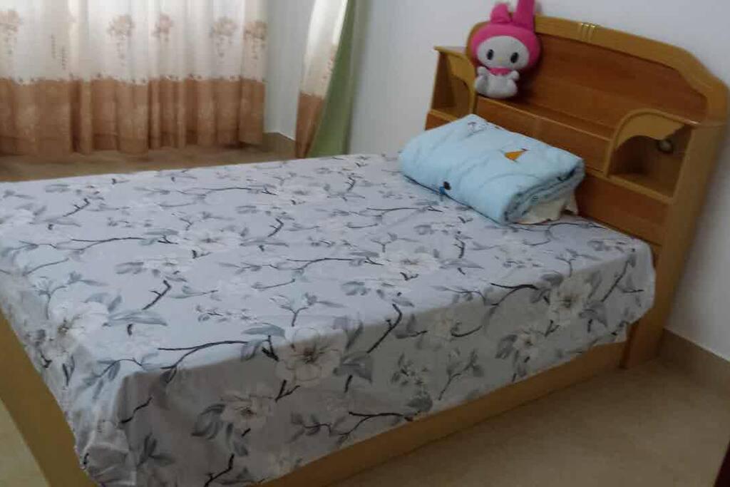 1.2m床+书桌+空调+镜子