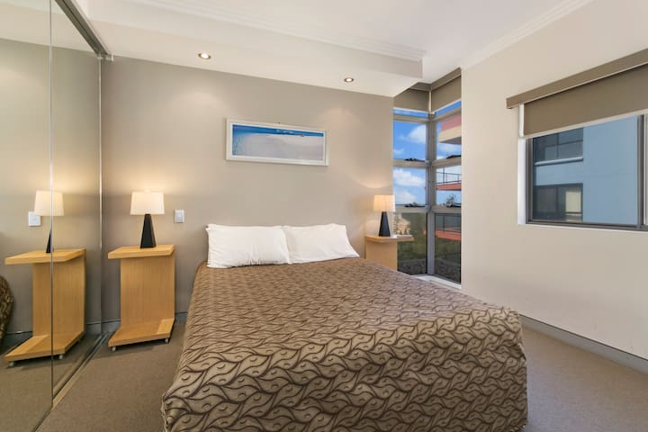 Redvue Luxury Apartments - 2 Bed 1 Bath Apartment - Redcliffe - Daire